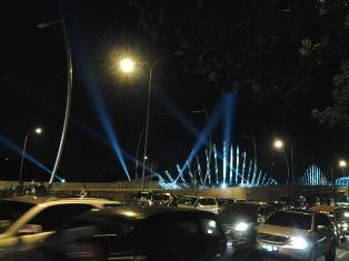 Indahnya Jembatan Summarecon di Malam hari