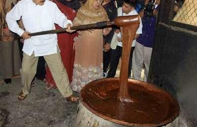 Tradisi Aduk Dodol Yang Mulai Punah