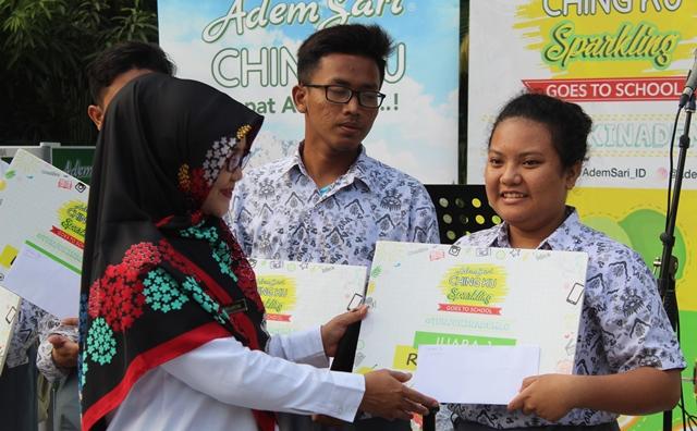 Adem Sari Ching Ku Sparkling Goes To School